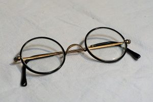 glasses-1097847_640